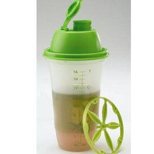 Tupperware Quick Shake Container